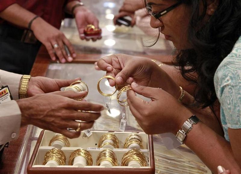 Gold demand drops as prices rise on weak rupee