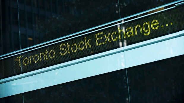 Canadian Stocks Advance as Gold Rallies on Bernanke Testimony