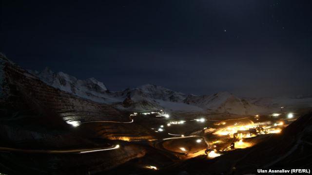 Hundreds Blocking Road To Kyrgyzstan's Kumtor Gold Mine
